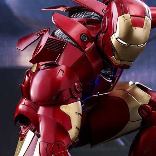 Iron Man Mark III Deluxe Hot Toy Crouching