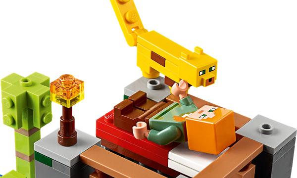 Details of LEGO cub and minifugure Alex in the Minecraft set 21158