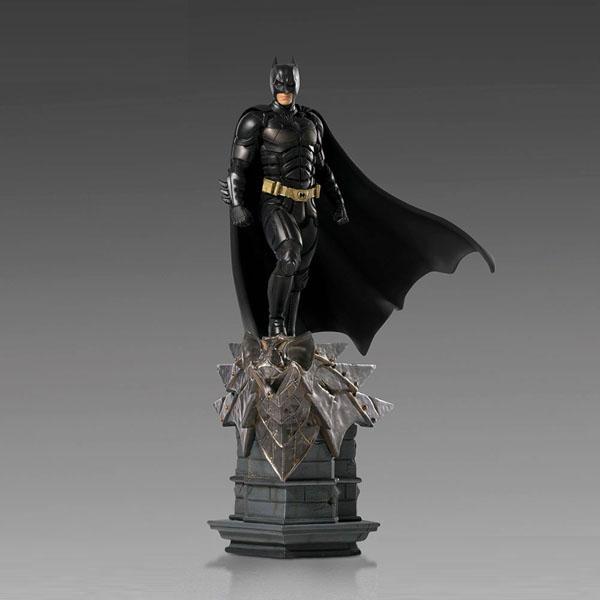 The Dark Knight Batman Deluxe Statue by Iron Studios