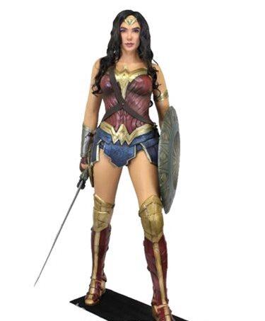 Gal Gadot as Wonder Woman - Life-Sized Foam Figure