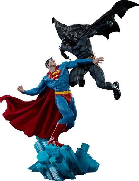 DC Comics Batman vs Superman Diorama by Sideshow Collectibles